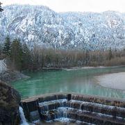 フュッセンを流れる、緑色に見える川。