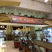 観光客も利用しやすいショッピングモール