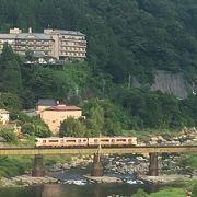 温泉街からのJR鉄橋