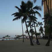 砂浜が広い穏やかなビーチ