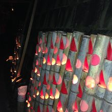 清水の滝と紅葉ライトアップ「清水竹灯り」