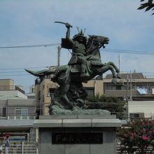 新田義貞公の像