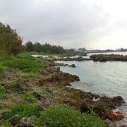 シギラ海岸のブリースベイマリーナの隣にある小さなビーチ