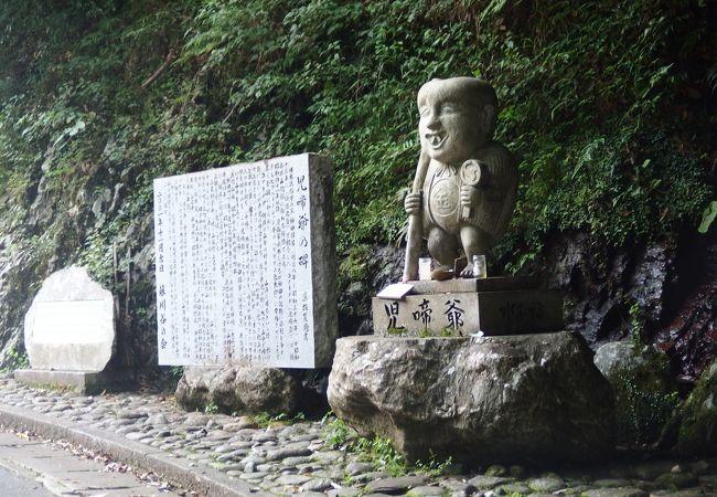 児啼爺の石像