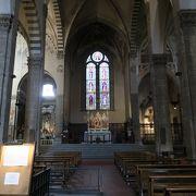 フレスコ画が美しい教会です。