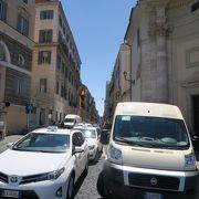 ポポロ広場とスペイン広場を繋ぐ通り