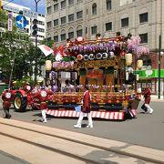 街中をねり歩く例祭