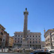 マルクス・アウレリウスの記念柱がある広場