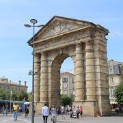 ボルドーにある巨大な門
