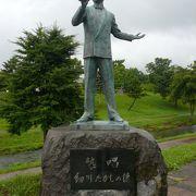 往年の地元スターが銅像に