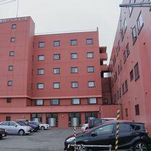 駐車場から見たホテル