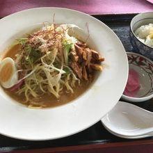 お昼は冷やし担担麺をいただきました。