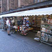 教会の周りにお土産も(^_-)-☆。ハイデルベルクらしいものが買えますよ~ ~聖霊教会の周りにあるお土産屋さん~