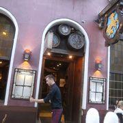 ドイツのバーデン地方の郷土料理がいただけるレストラン。「Unsere rustikale Variationsplatte(ソーセージと肉の盛り合わせプレート)」はおススメ(^_-)-☆
