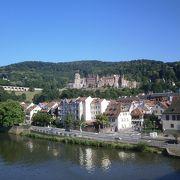 ネッカー川とハイデルベルク城の眺めを一緒に(^_-)-☆