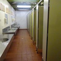 公衆トイレのようですが、シャワーブースです。