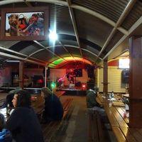 食事処にはステージがあり、演奏などもあります。