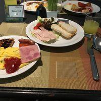ビュッフェ形式の朝食。美味しい。