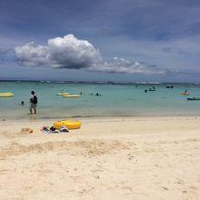 白い砂、きれいな海