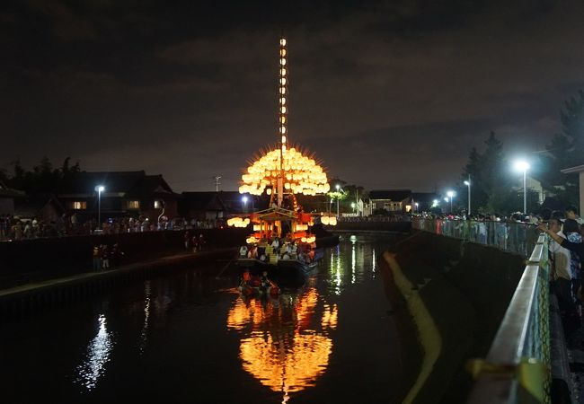 川面に映った船の影が美しくて
