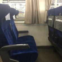 快適なリクライニングシートが並ぶ特急サザン指定席