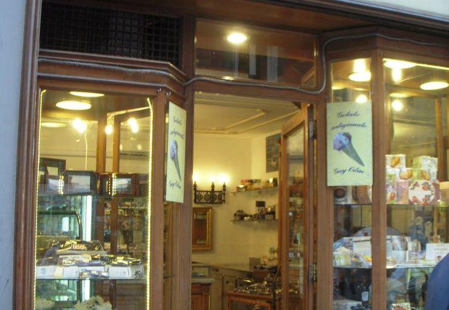 ナポリの1894年創業の手作り感のあるチョコレート専門店です。