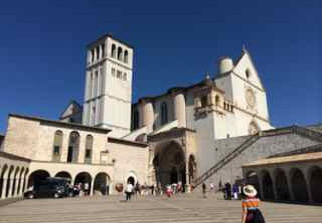 聖堂前の広場