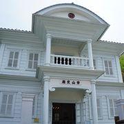 見どころは、純白の擬似洋風建物の外観とかこの建物自体