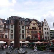 街の中心の広場