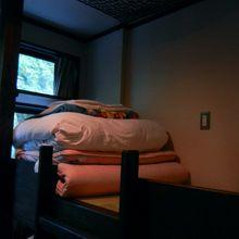 相部屋。8人・2段ベッド