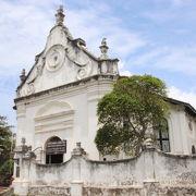オランダ統治時代の1752年に建てられたものです。