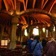 美しい曲線で作られた教会