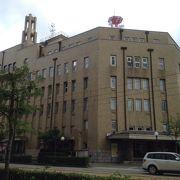 桜橋近くのどっしりと構える建物