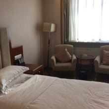 ホリデー プラザ ホテル ジアユーグァン (嘉峪関広場假日酒店)