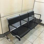 椅子が普通の仕様に変更となりました。
