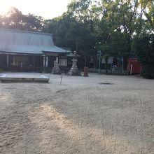 駅前にある静かな神社