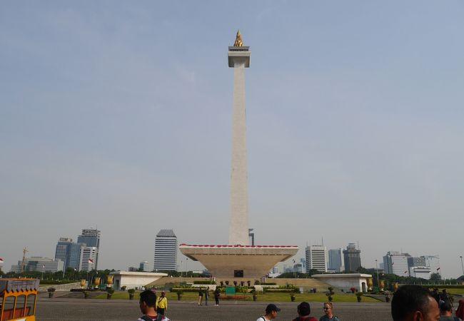 モナス (独立記念塔)