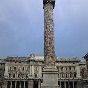 大きな円柱コロンナの彫刻がすごい!