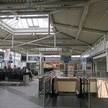 空港ターミナルビルはすいています