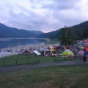 静かな湖畔で一泊