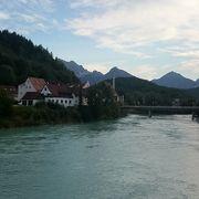 静かな小路にあるレヒ川です