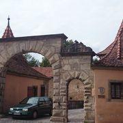 駅から一番最初の門
