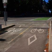 自転車専用レーン(カナダプレイス周辺)