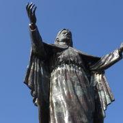 クリストレイは、東ティモールの首都ディリの数少ない観光スポットです。