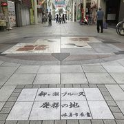 美川の憲ちゃんのヒット曲にもでてくる商店街 笑
