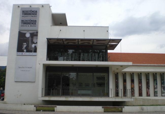 ポルトガルとインドネシアの占領統治からの独立に至る闘争の歴史を物語っています。