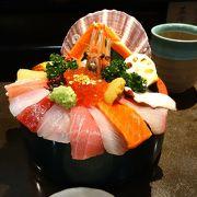 見た目も華やかな海鮮丼