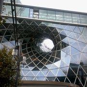 面白い外観の建物