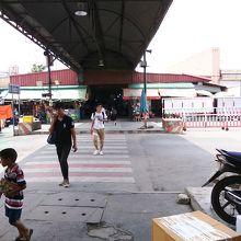 ターミナル1からターミナル3へ向かう通路の一部です