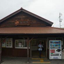 JR亀崎駅駅舎